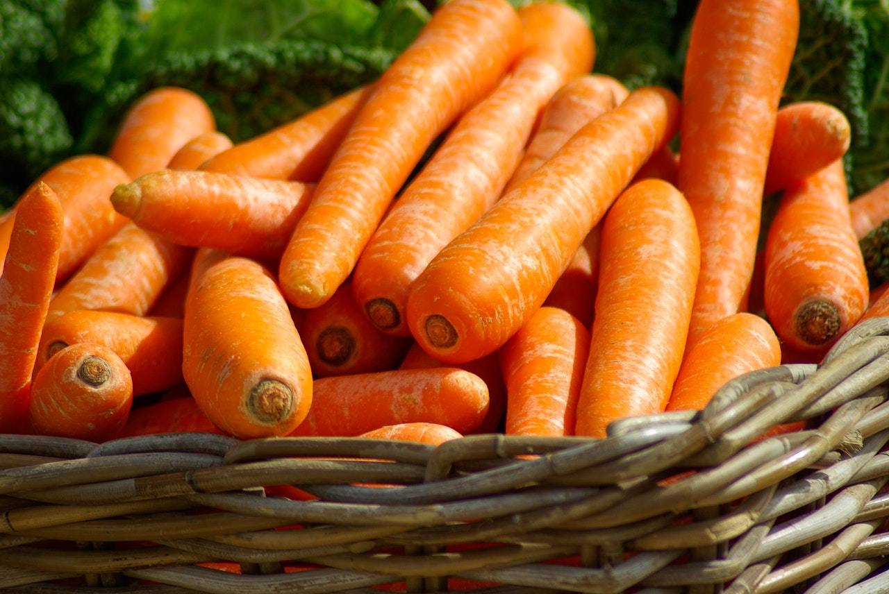 carrots-basket-vegetables-market-37641.jpeg.jpeg